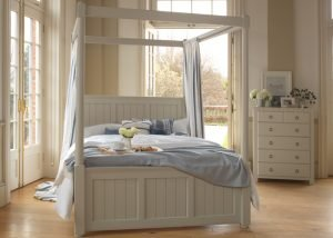 New England Four Poster Bed with Chest of Drawers