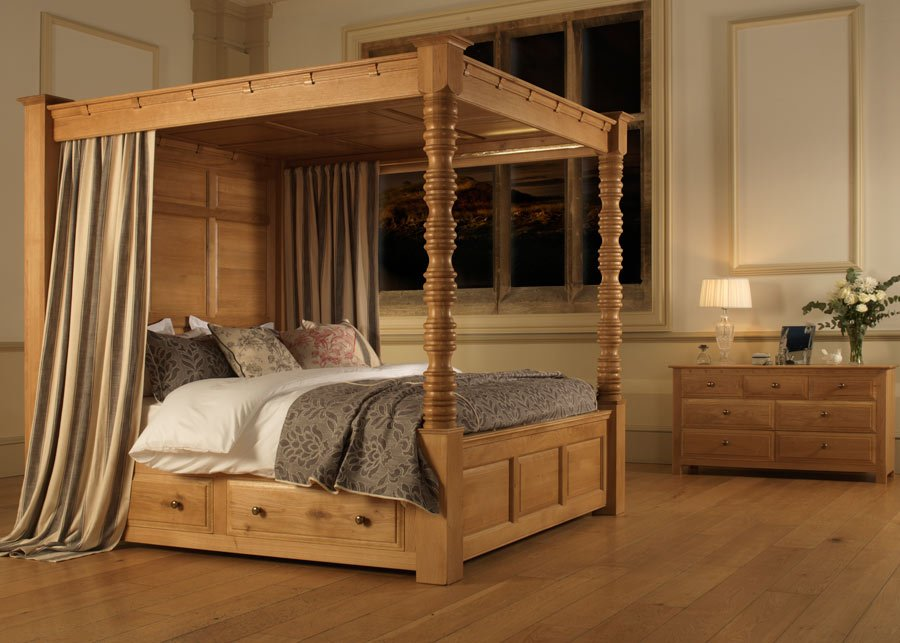 Traditional Style Oak Four Poster Bed with Canopy and Chest of Drawers