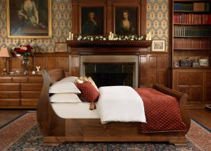 Traditional Sleigh Bed in Natural Wood