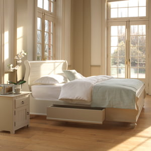 New England Sleigh Bed with Bedside Cabinet