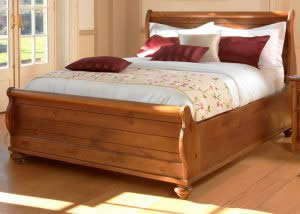New England Style Sleigh Bed with Feet