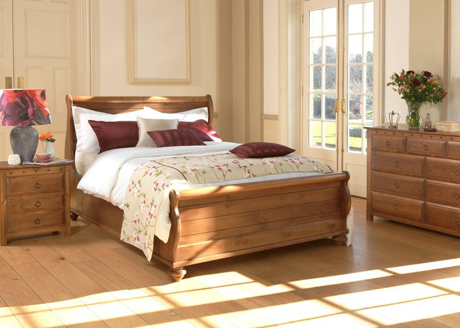 New England Sleigh Bed in Natural Wood