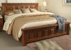 Oregon Bed with Traditional Features and Gold Bedspread
