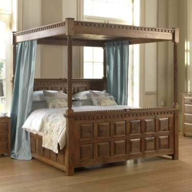 Traditional 4 Poster Bed with High Footboard and Bedside Cabinet