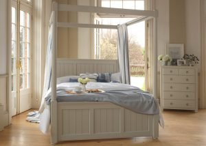 Painted New England Four Poster Bed with 5 Drawer Chest