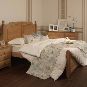 Traditional Solid Oak Bed