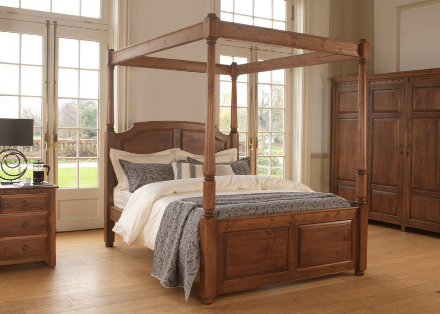 traditional four poster bed windsor