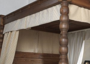 4 Poster Bed Drapes and Curtains