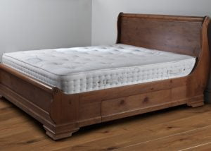 Pocket Sprung Latex Mattress on Sleigh Bed