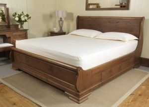 Super King-size Bed with Fitted Sheet and Pillows