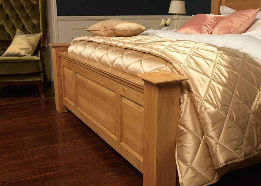 Traditional Oak Bed Footboard Panel Detail