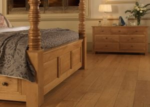 Traditional Oak Four Poster Bed Panelled Footboard Detail with 7 Drawer Chest