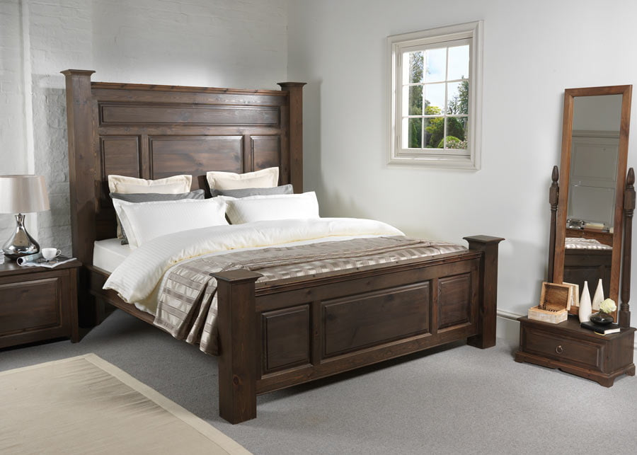 Traditional Style Wooden Bed in Walnut Finish