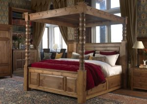 Traditional Dark Wood Four Poster Bed with Bedside Cabinet