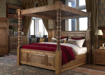 Traditional Dark Wood Four Poster Bed