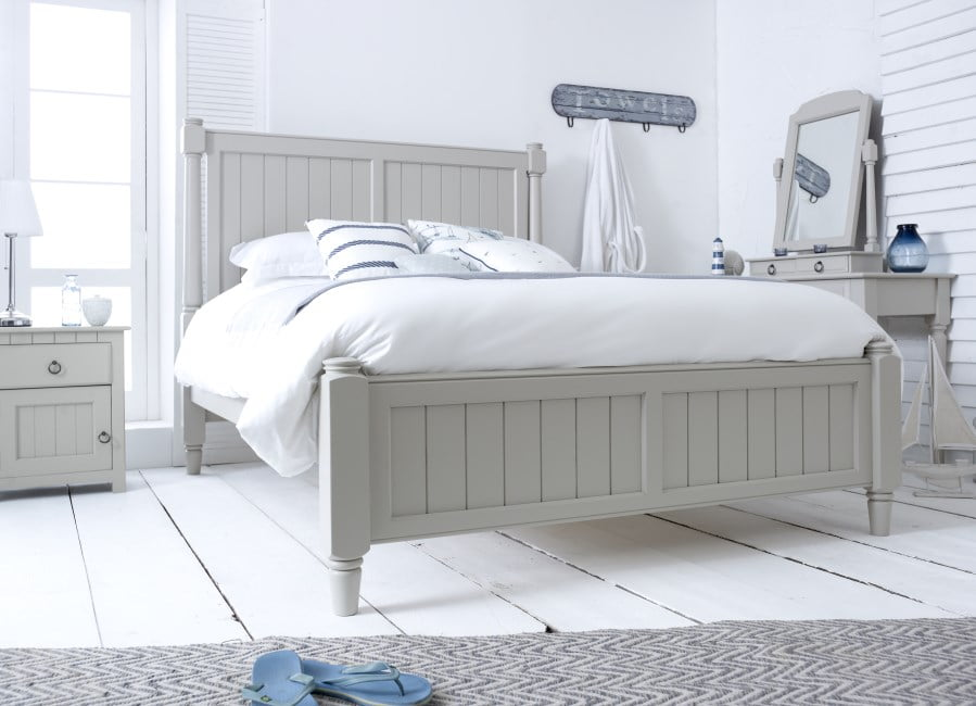 Handcrafted New England Shaker Bed with Bedside Cabinet and Dressing Table