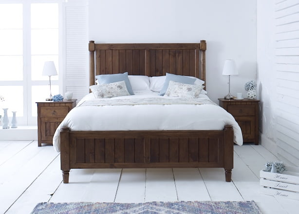 New England Shaker Bed in Natural Wood Finish