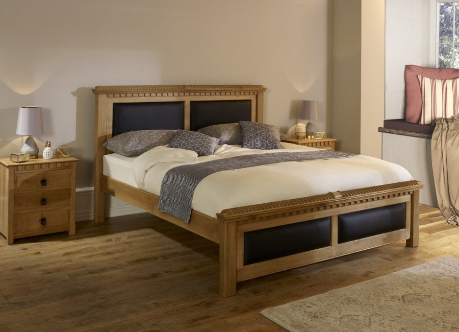 Traditional Solid Oak Bed with Bedside Cabinets