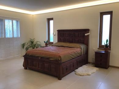 Antique Mahogany Wooden Bed